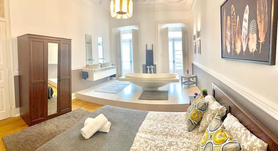 *Luxury suite in Lisbon, city centre