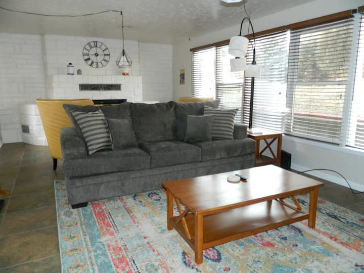 Cozy and convenient in Cheyenne Canyon