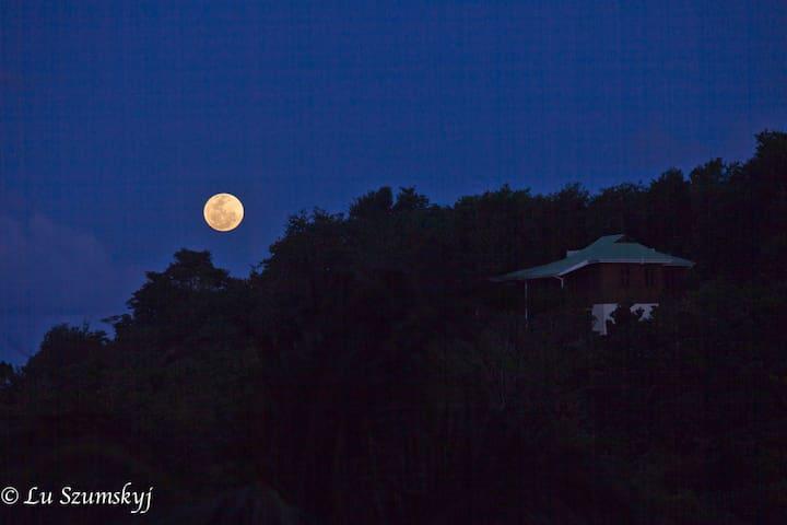 Moonrise, Villa PassiFlora