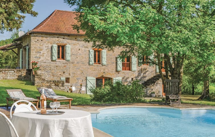 Holiday cottage with 4 bedrooms on 210m² in Caylus