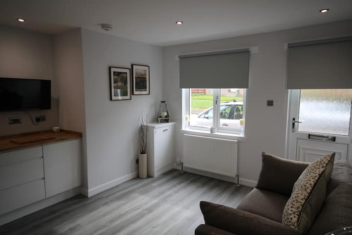 Cosy flat, great links to Airport & City Centre