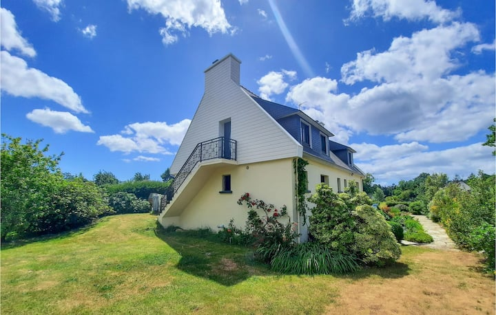 Nice home in Concarneau with WiFi and 3 Bedrooms