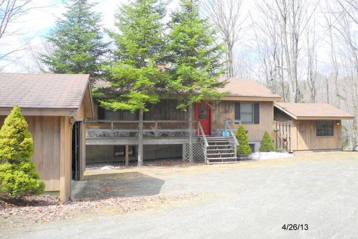 Cozy Quiet Home near Mount Snow and Haystack - Dover - House