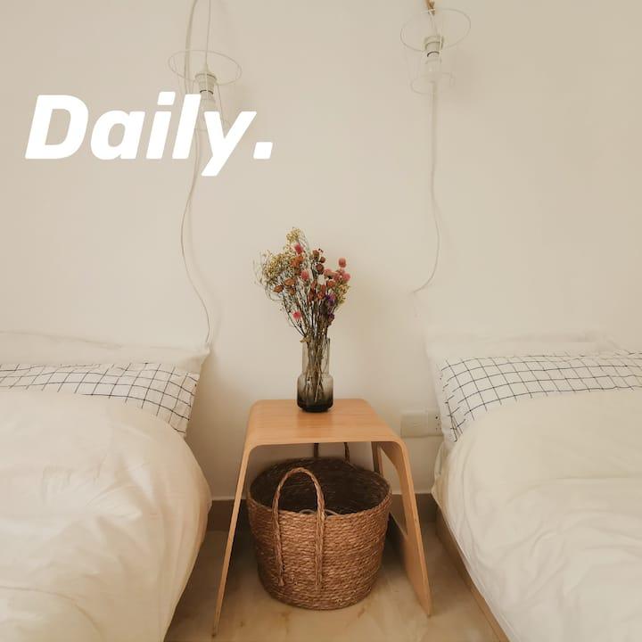 乐元居/日式榻榻米双人床房,交通便利,临近钟村地铁口,步行可达长隆,靠近南站。干净整洁,家的感觉。