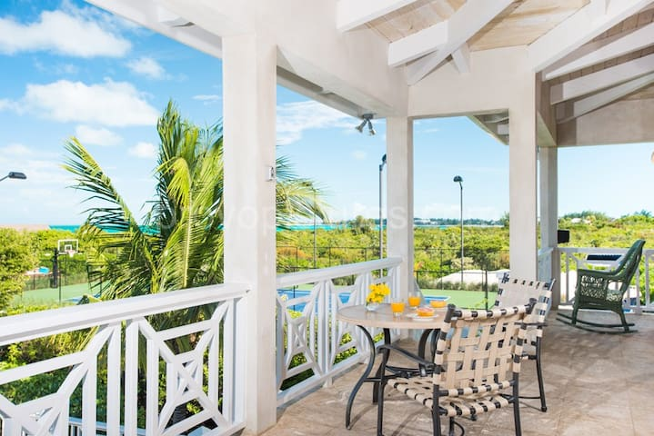 A Charming Caribbean Styled Villa on the Turtle Cove Canal. - Providenciales - Hus