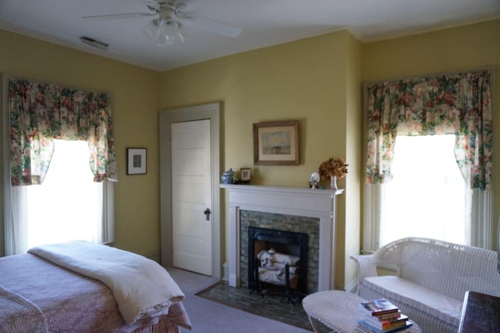 Serenity Room  Queen bed