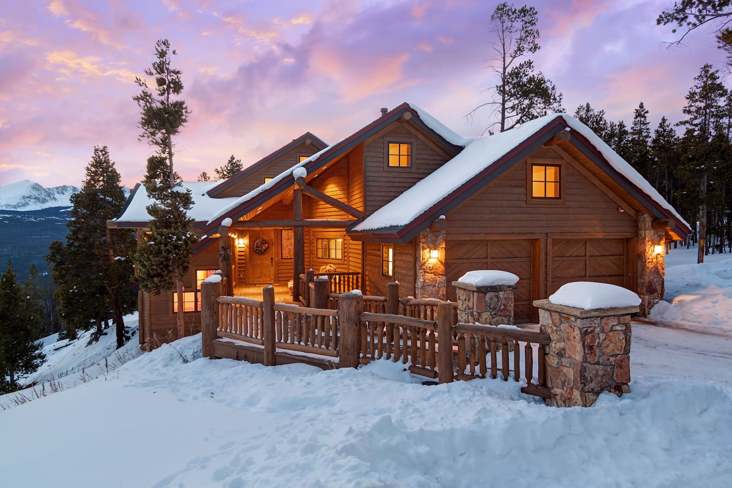 Dunkin Hill Lodge is the perfect place for your group to relax.