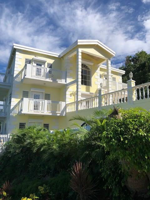 Whispering Palms Luxurious Estate