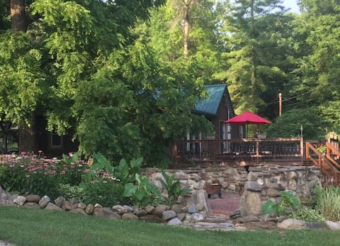 Eagles Rise Cabin on Sugar Creek with hot tub