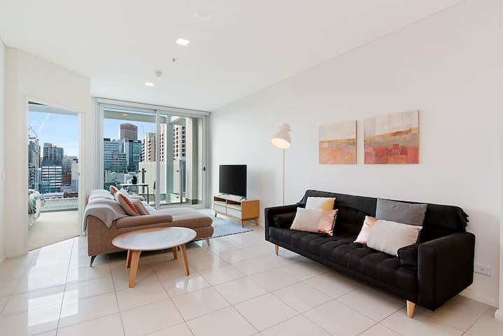 Stylish and comfortable, views over Gouger St!