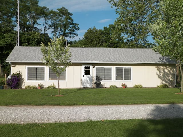 The Campground House - Carlinville - Hus