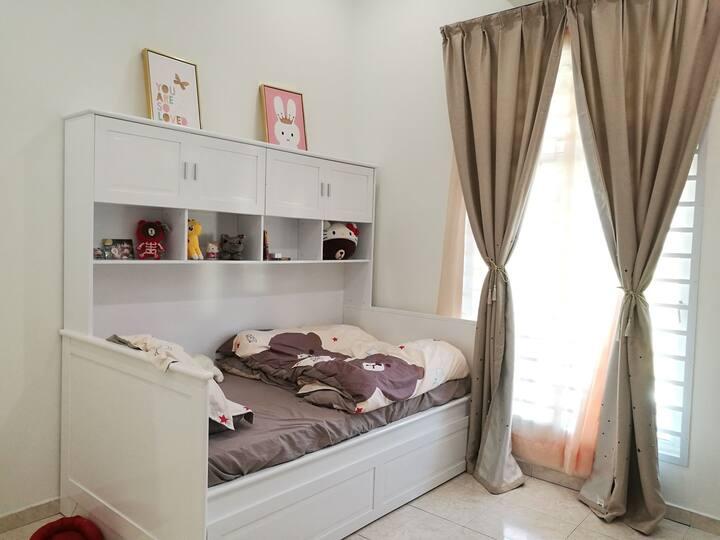 Sweet Sunshine Room for 2