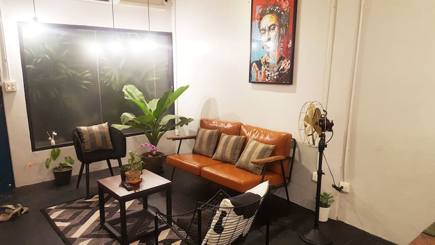Chic Designer House, 4-6 persons/near BTS train