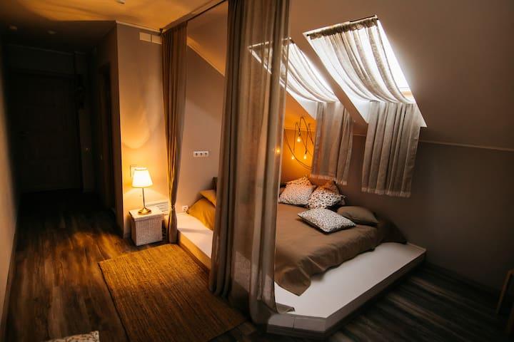 2-х-местная комната на мансарде с подиумом - Kostroma - Bed & Breakfast
