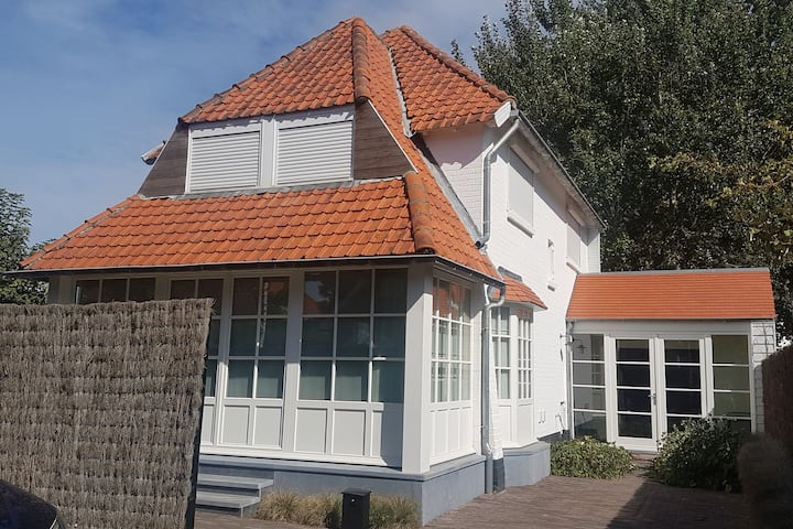 Elegant Villa in Koksijde with Garden