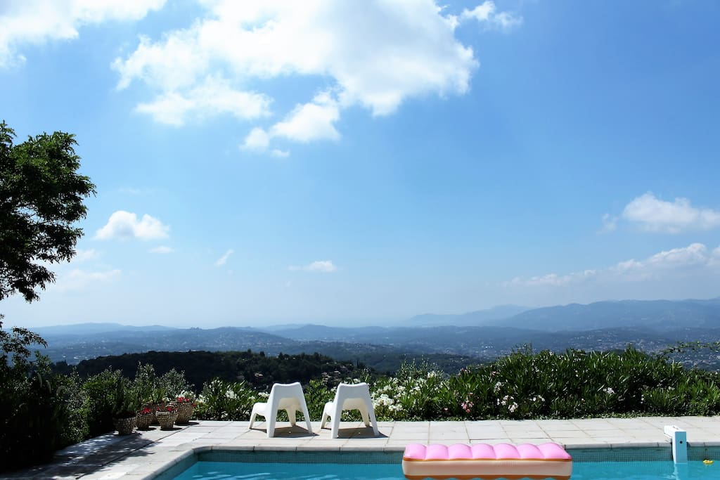 Perfect view by the swimming pool