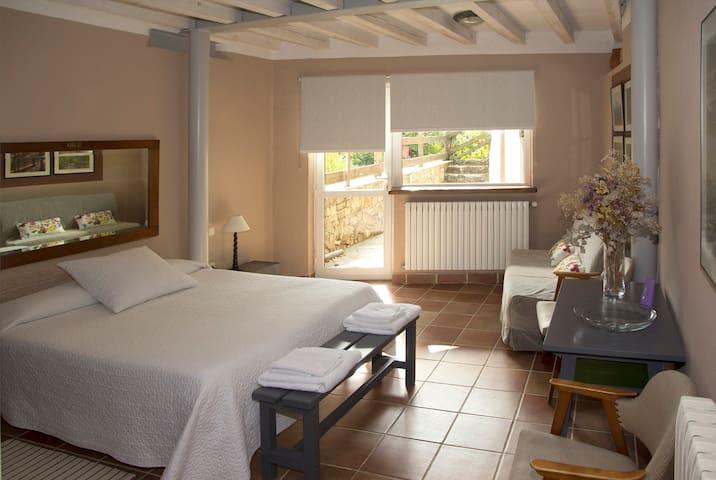 Dormitorio 3: cama grande de matrimonio y sofá cama