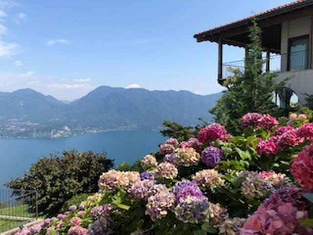 Lago Maggiore cosy design, huge views and mountain
