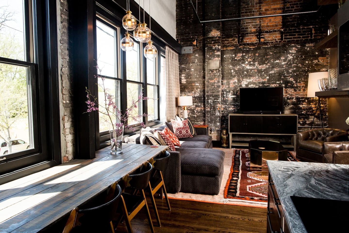 80 LEX : APARTMENT 201 : EXQUISITE LODGING : 639 SQ. FT. ONE KING BEDROOM / ONE FULL PRIVATE BATHROOM