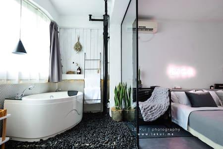 重庆森林/南宋御街西湖定安路地铁口双人套房/带浴缸可做饭