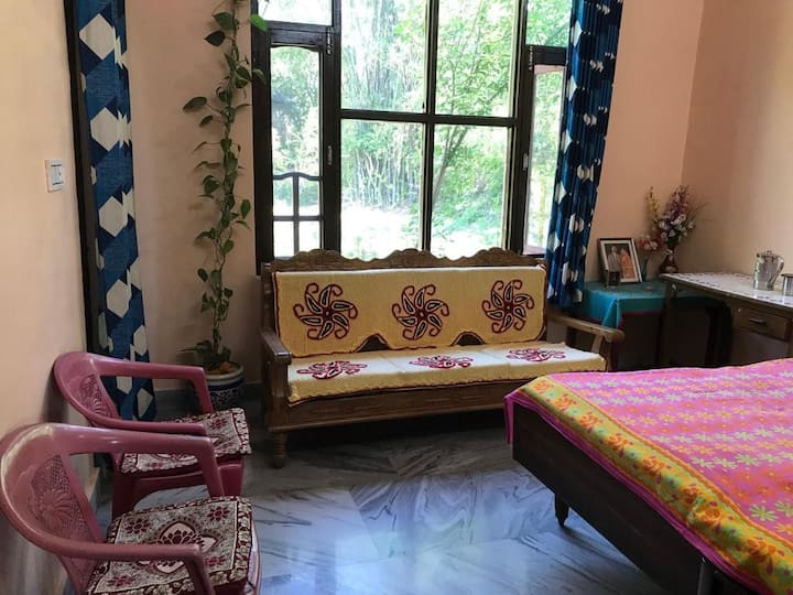 Lush Green Homestay in Andreta near Pottery & Art