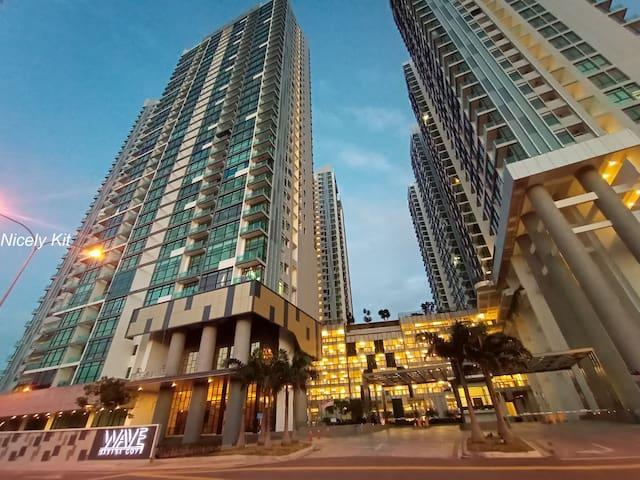 Deluxe Suite Sea Side Condo 2+1. @ Johor Bahru