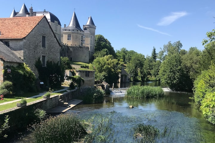 Riverside picnics,Chateau tours,Relax by the Pool