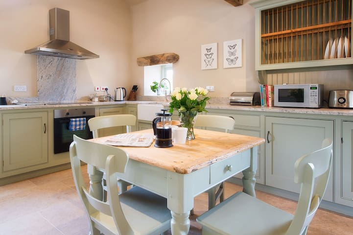 Dove Cottage | Huby | Sleeps 4, 1Bed - North Yorkshire - Hus