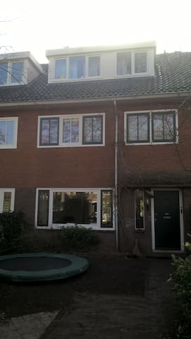 Family House centrally located in the Netherlands - Bussum - House