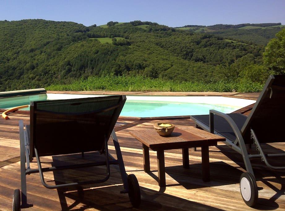 Vue panoramique à 180° , terrasse en bois de 100m2