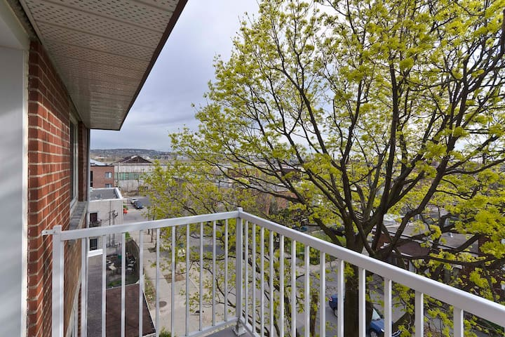 Apartment with view of Montreal !  - Metro Monk -