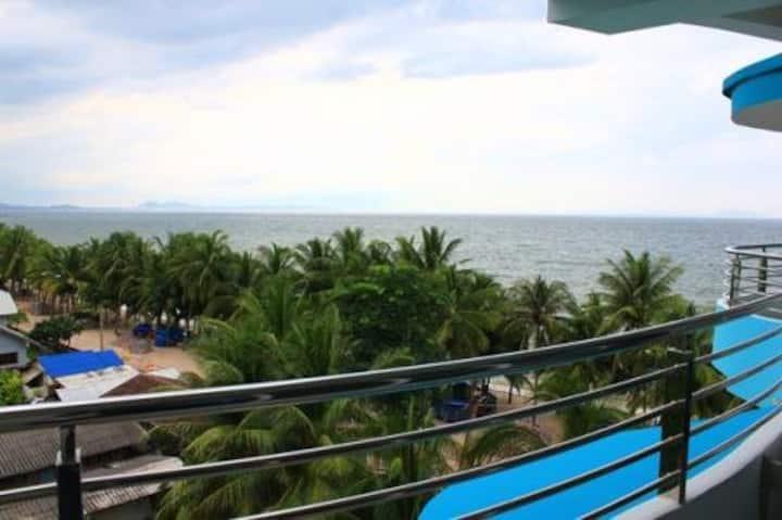 The Beach Bangsaen Condo (เดอะ บีช บางแสน คอนโด)