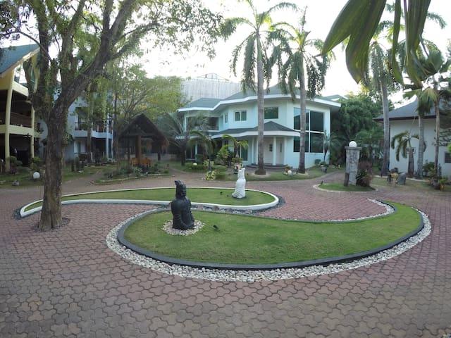 Luxary Villa, Modern House, WiFi, Pool near Beach