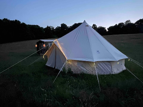 Glamping with own beach surrounded by lush nature