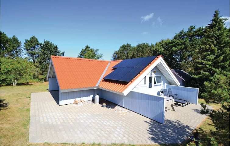 Holiday cottage with 2 bedrooms on 55 m² in Ringkøbing