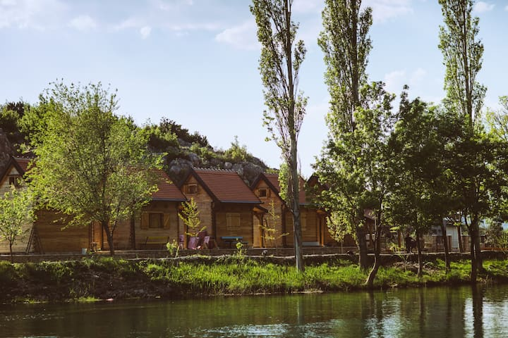 River huts Zrmanja - hut 4 - Muškovci - Stråhytte