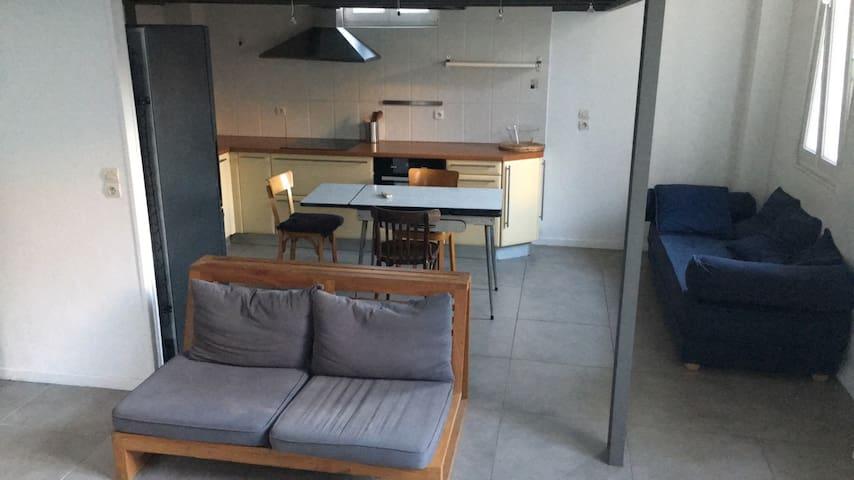 Maison style loft avec garage en ville - Marseille - Dům