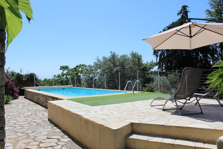 Appartement privatif dans maison provençale