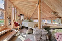 Hm! Cabin life in the City, LOVE IT! You can smell the wood.