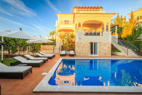 4 Bedroom Deluxe Villa with Private Pool Almancil