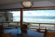 """American Classic"" - Nye Beach Front 3 BR Home"