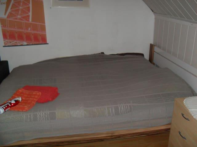 Schönes Zimmer - Neunkirchen - Casa