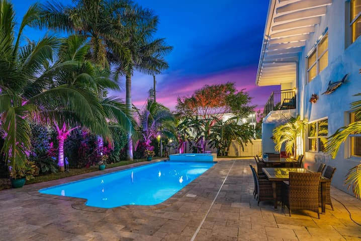 ⭐OCEANSIDE OASIS⭐Singer Island 2/2⭐ Huge Pool+Spa⭐