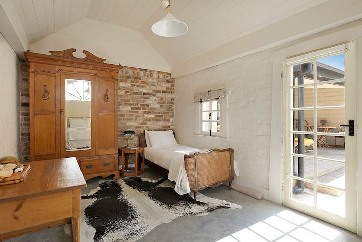 Single bed in Coach House