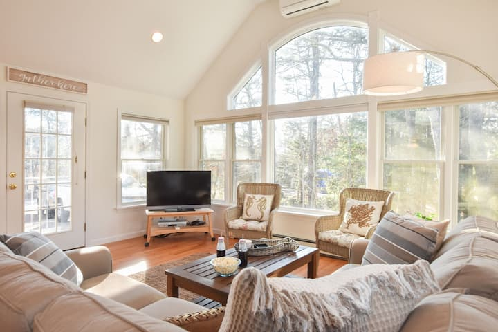 #647: 5-Minute Drive to Forest Beach, Dog Friendly, Outdoor Shower, Backyard w/ Deck, Patio & Fire Pit!