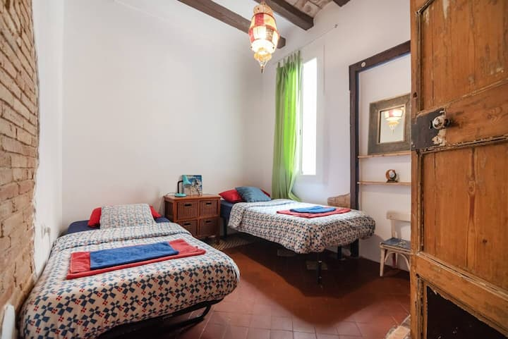 Free Breakfast Twin Room in the ❤ of BCN
