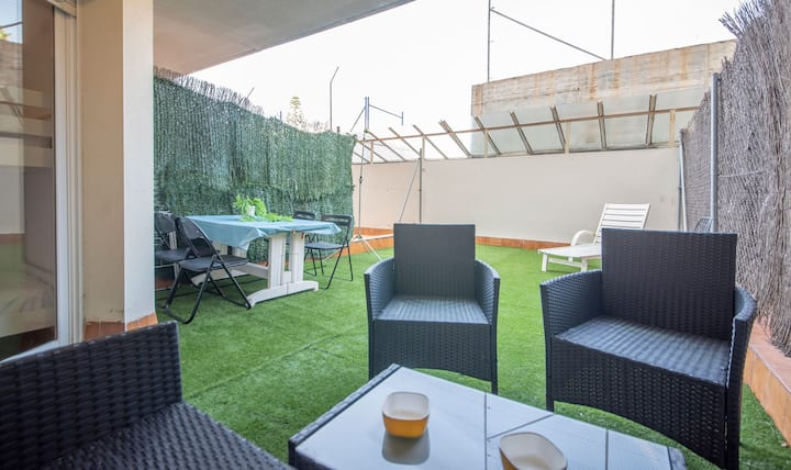 R99 Apartamento con patio privado 50m de la playa