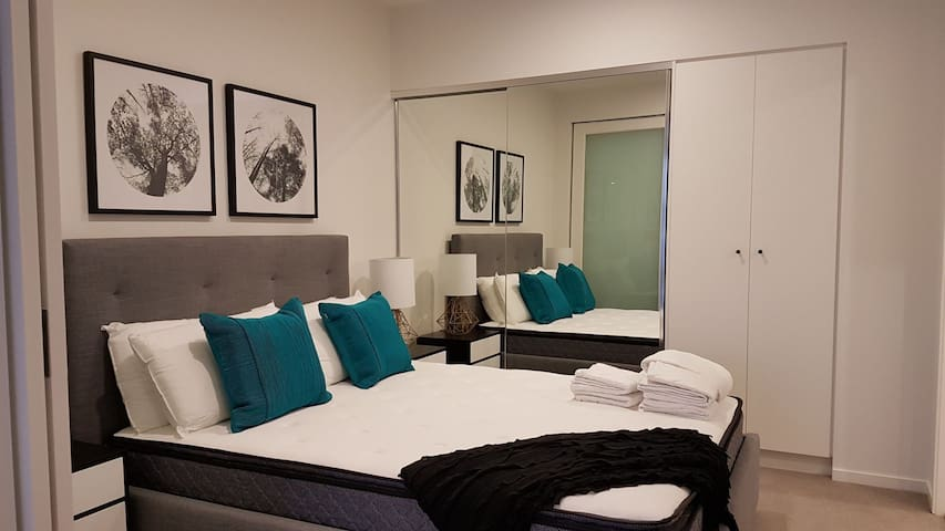 1BR Apt,Hi-Speed Internet,Across Convention Centre
