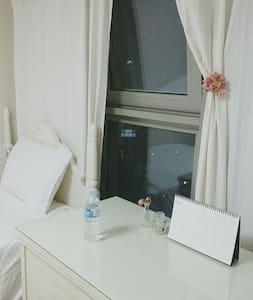 ●Cozy Room in APT● 지하철 앞, 번화가