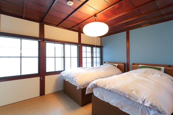 Higashiyama Chitaru, Serenity house in Chaya Dist.